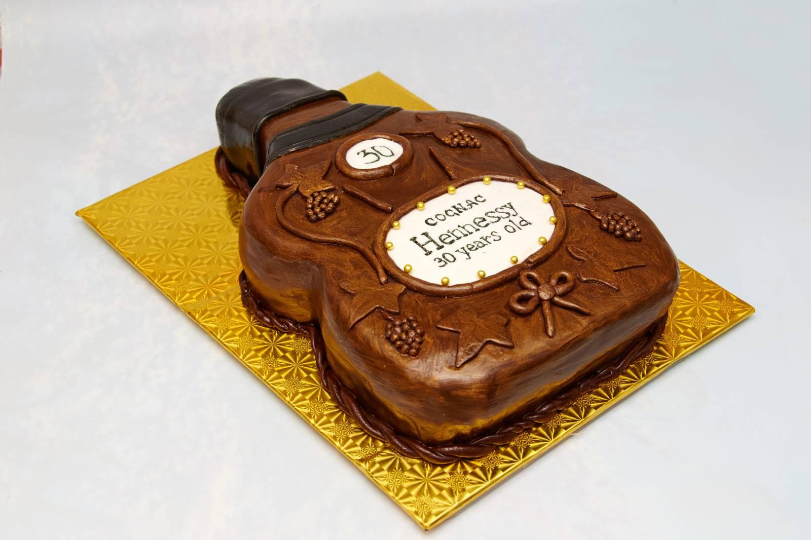Торт, покрытый глазурью с коньяком