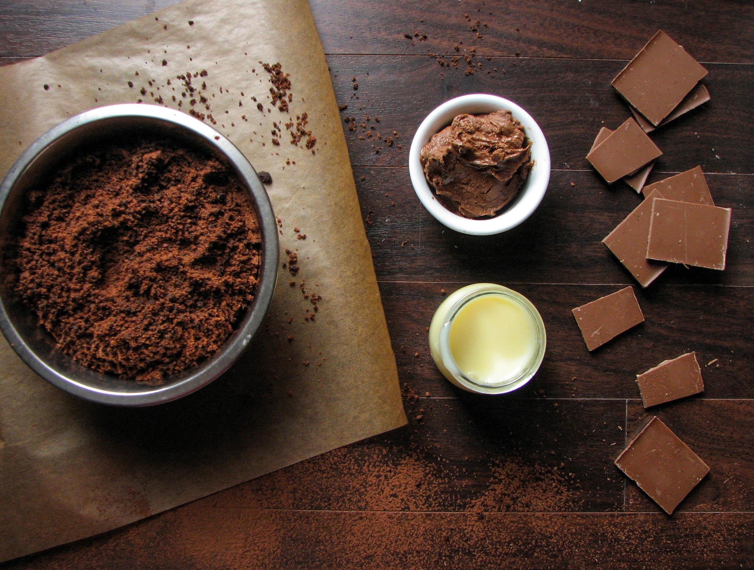 Сгущенка и какао для глазури