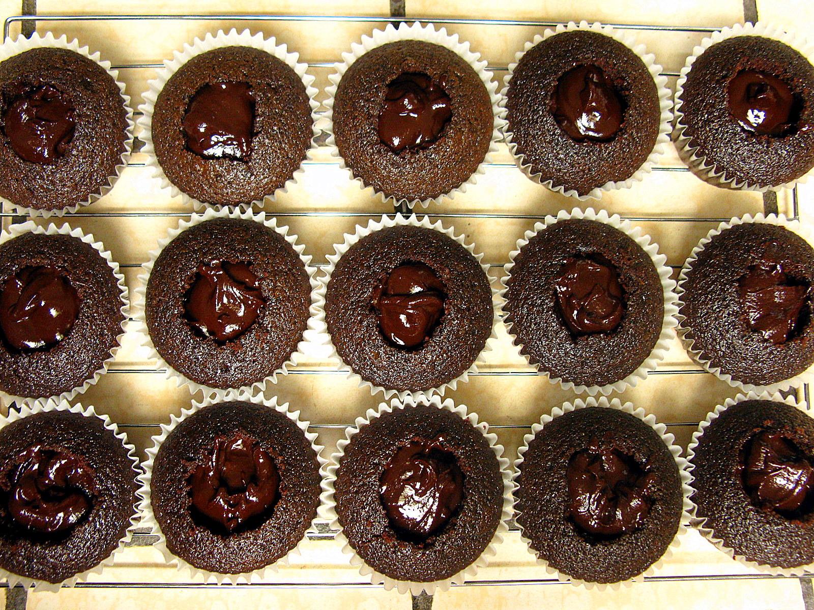 Маффины с жидкой шоколадной начинкой