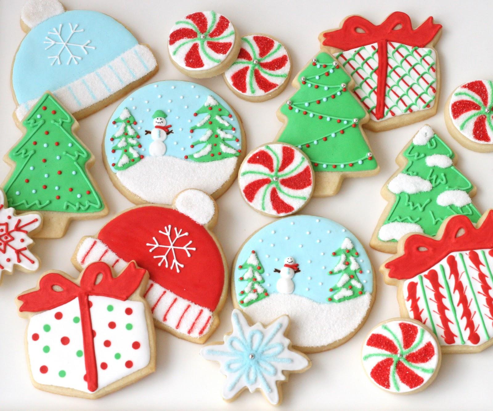 Новогоднее печенье украшенное глазурью