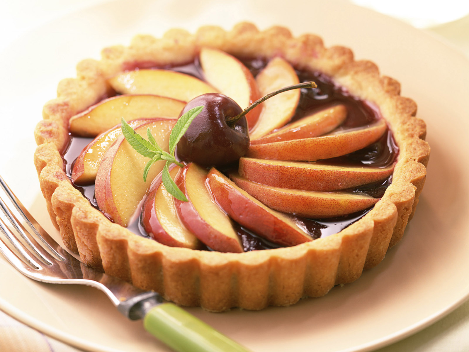 Десерт с яблоками и шоколадом