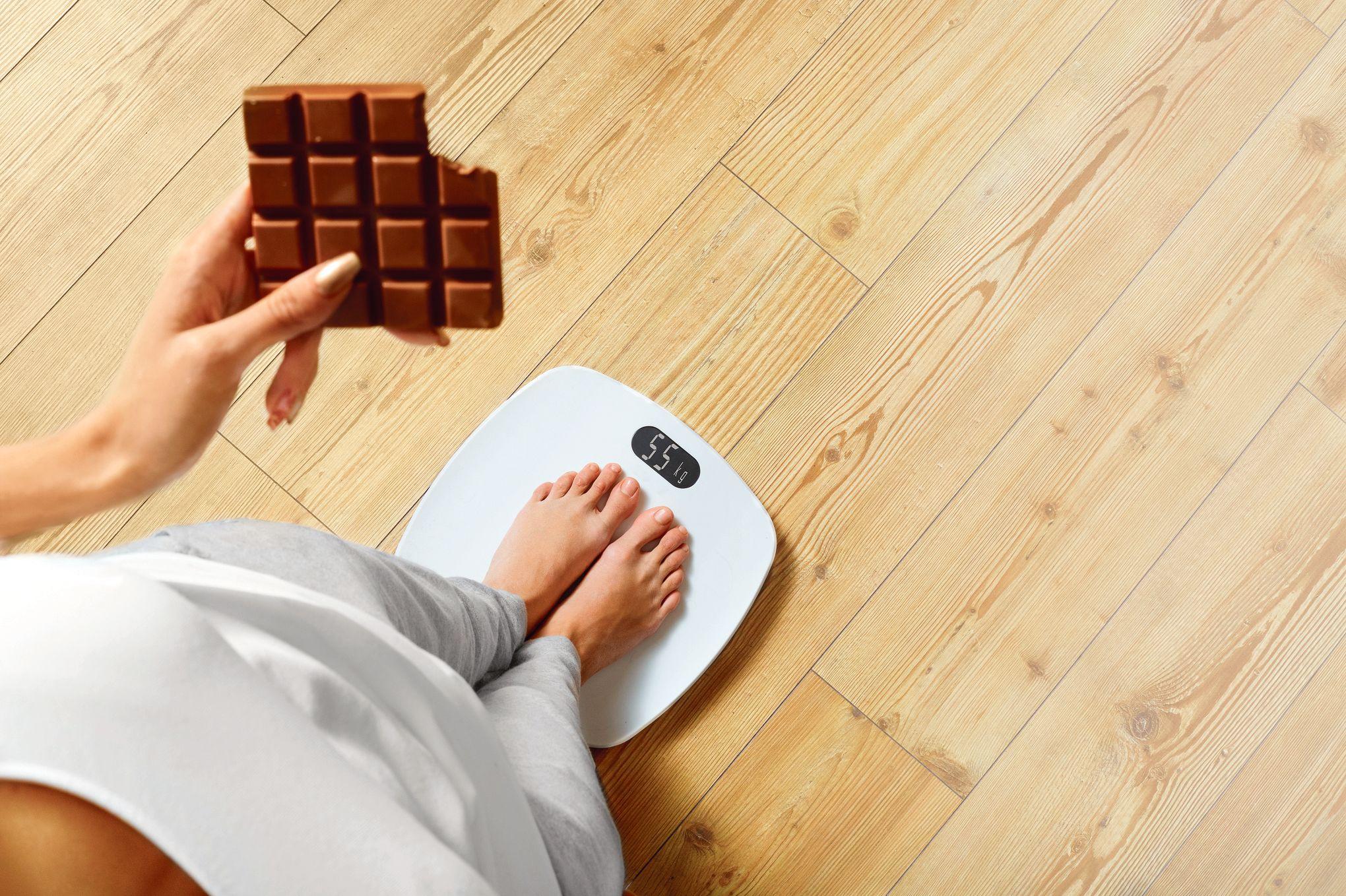 Лишний вес от калорийного шоколада