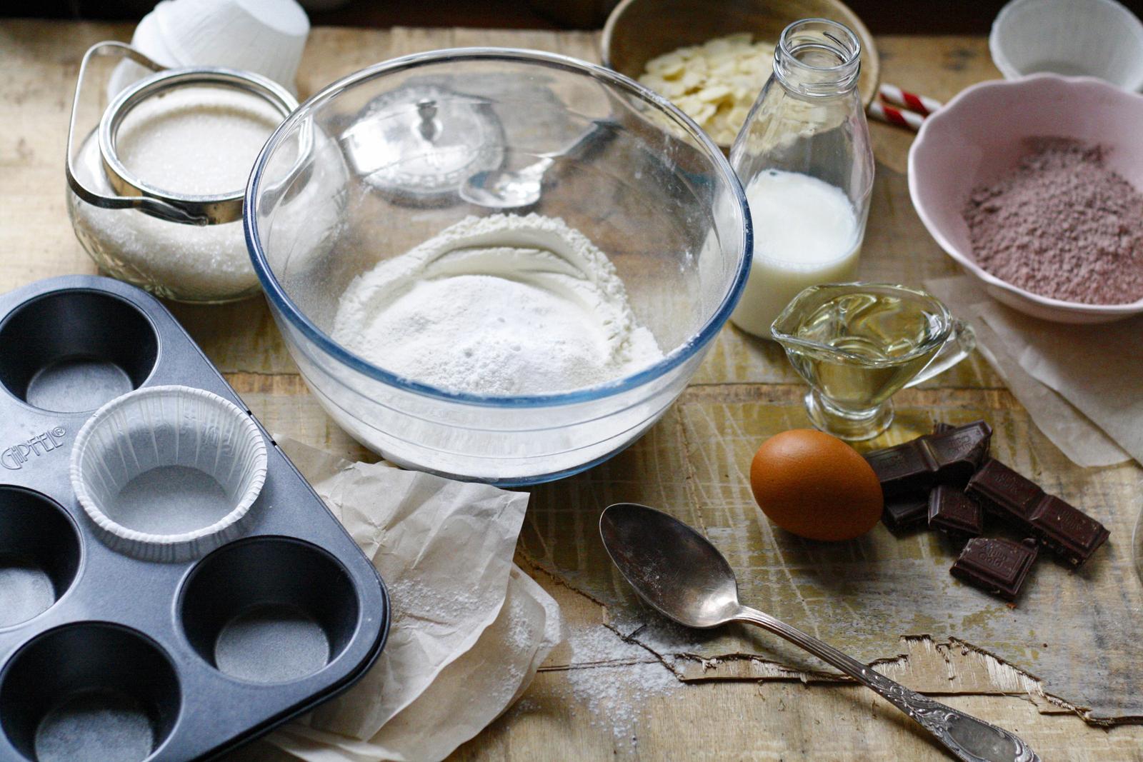 Ингредиенты для кексов с кусочками шоколада