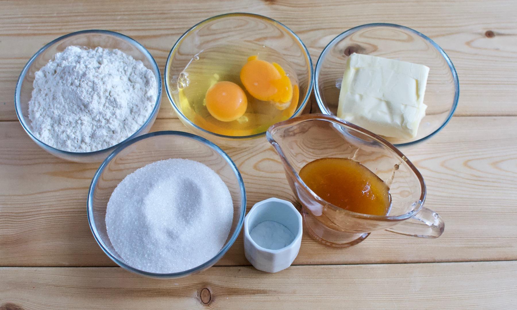 Ингредиенты для медовика