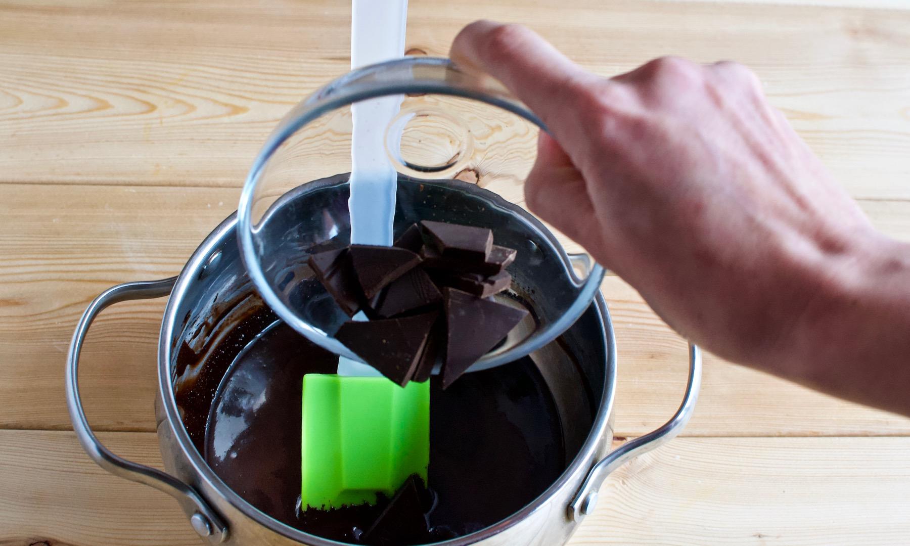 Приготовление зеркальной шоколадной глазури