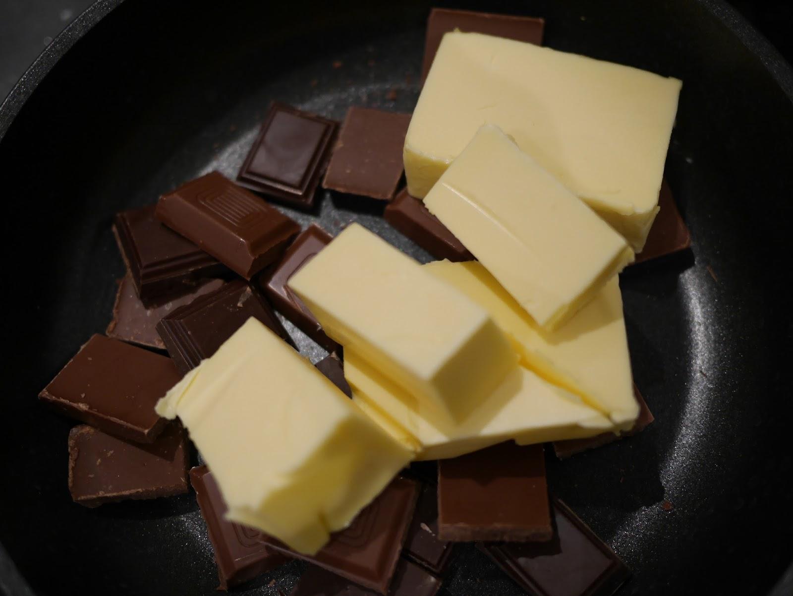 Шоколад и сливочное масло для глазури