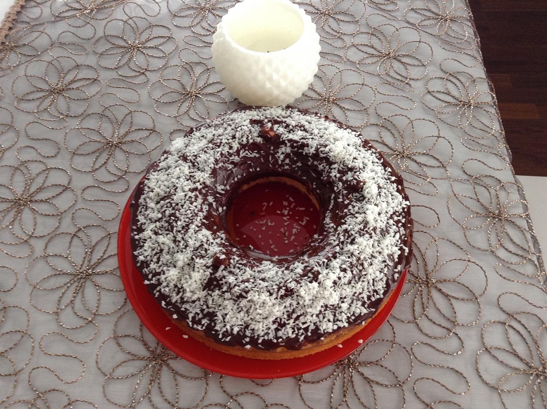 Шоколадный пирог на кефире с кокосовой стружкой