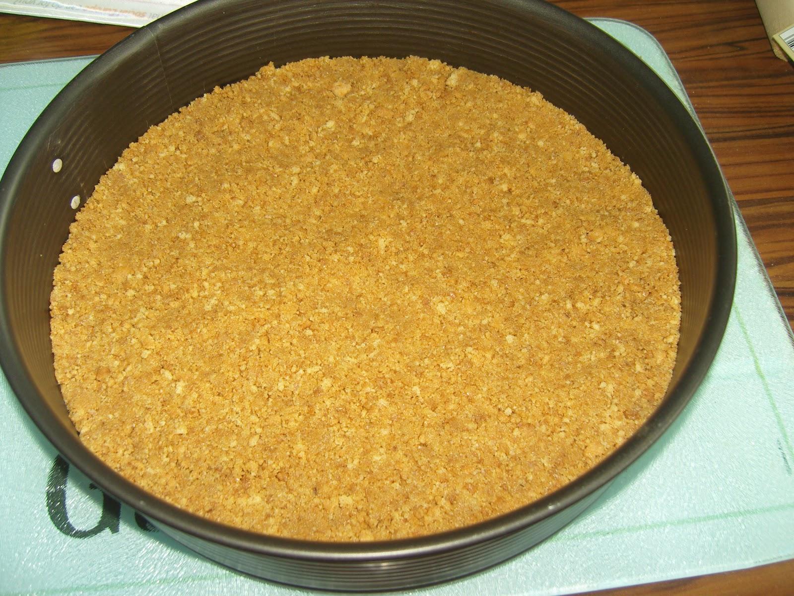 Утрамбовать печенье в форме