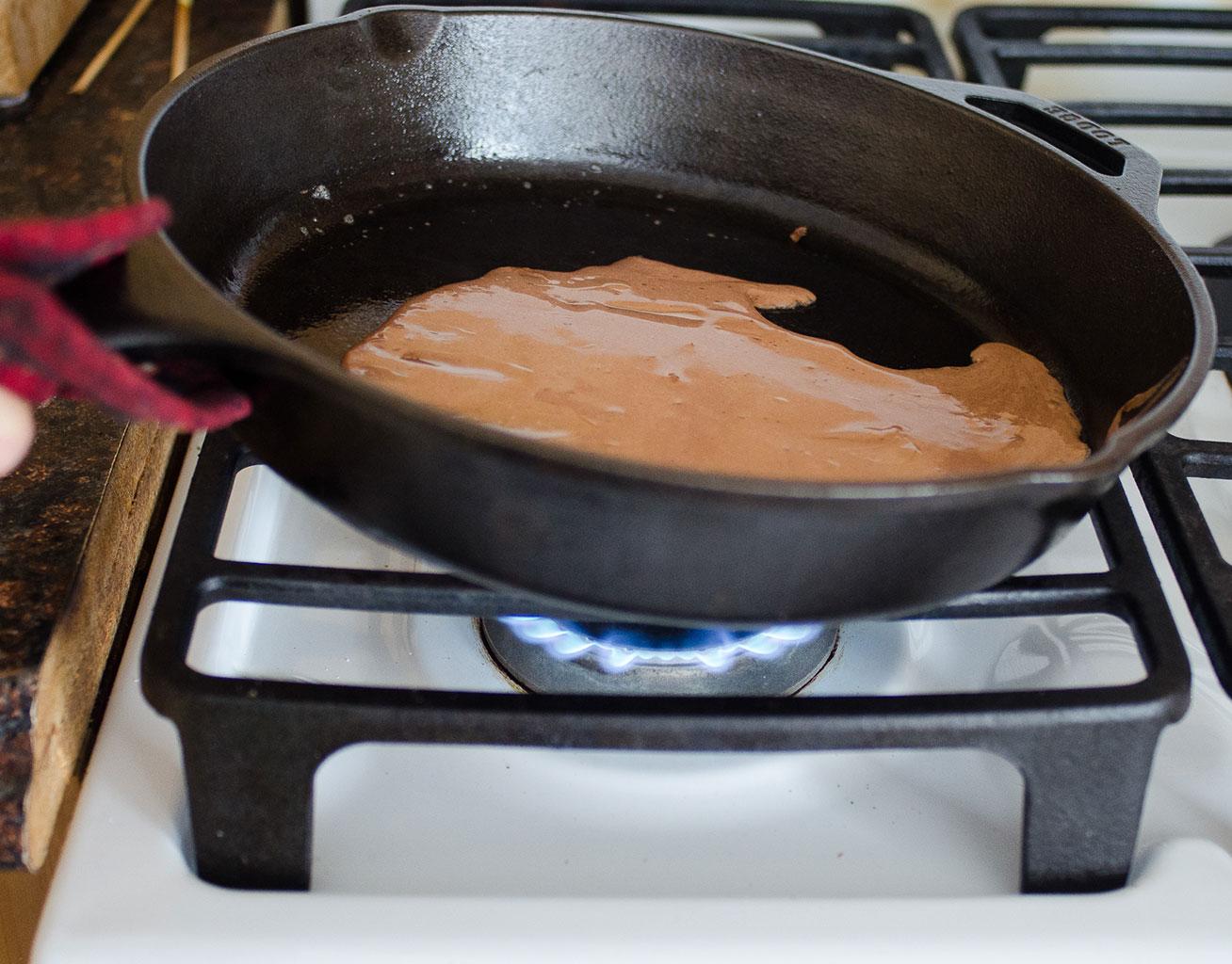 Приготовление блинов для блинного торта