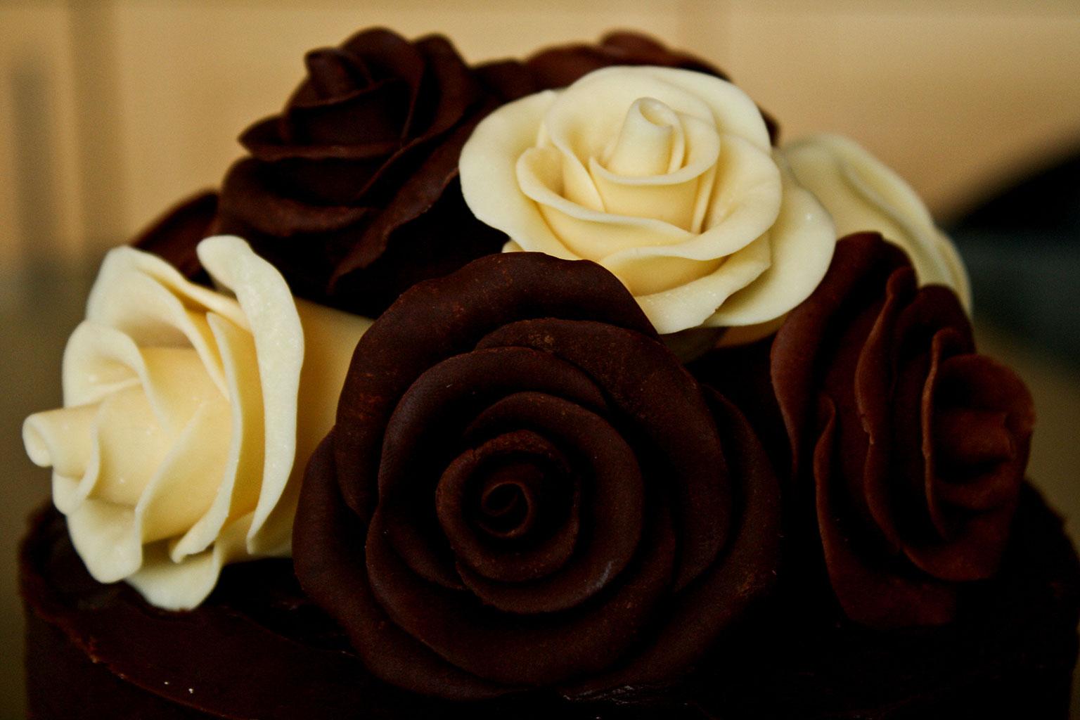 Декор для торта из пластичного шоколада