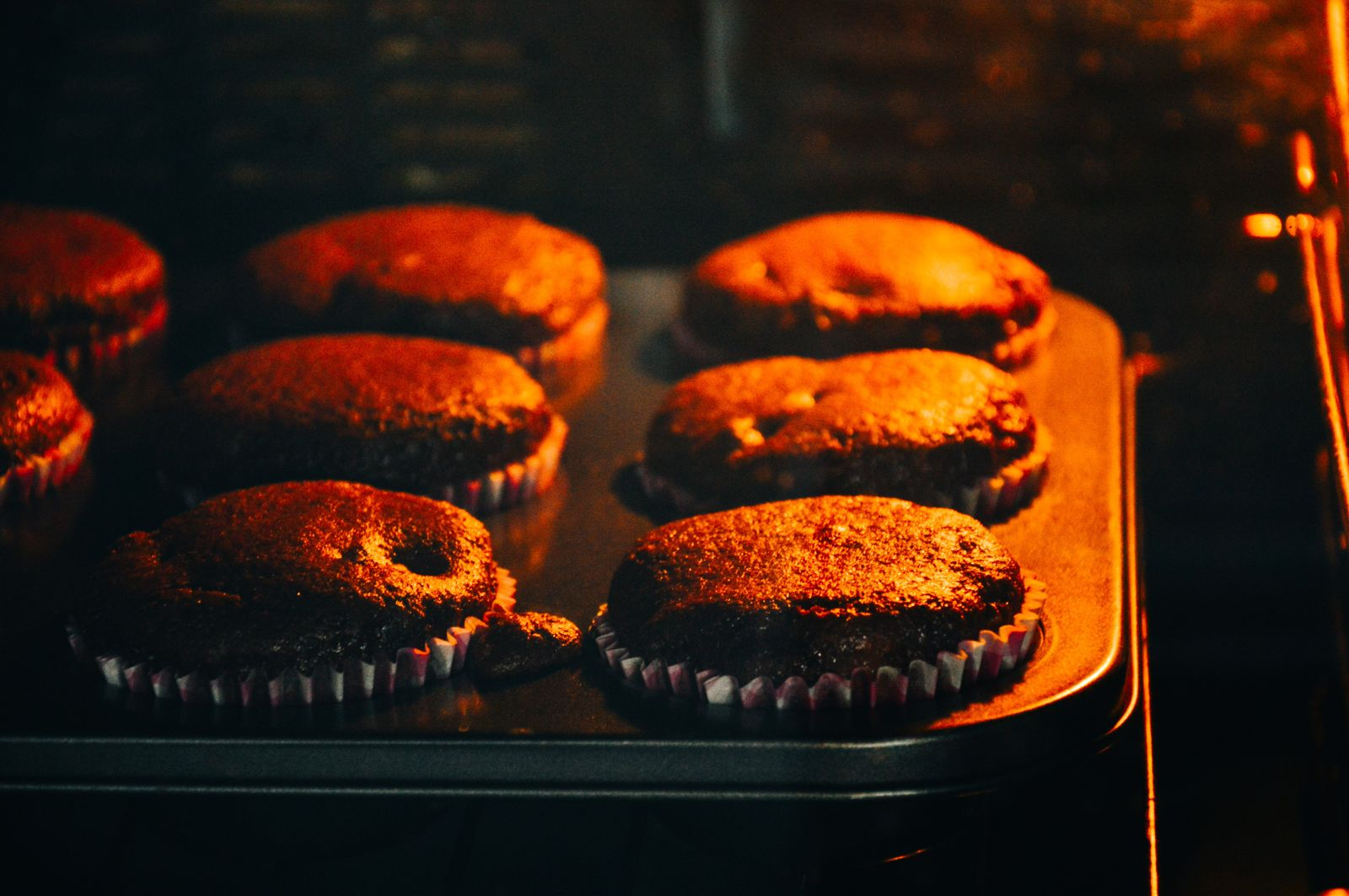 Печь шоколадные кексы в духовке