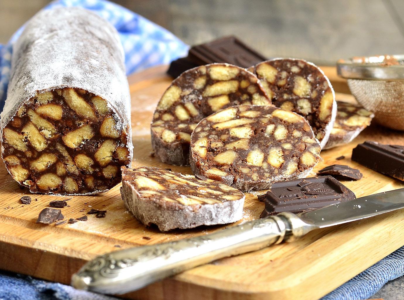 Шоколадная колбаса с плиткой шоколада
