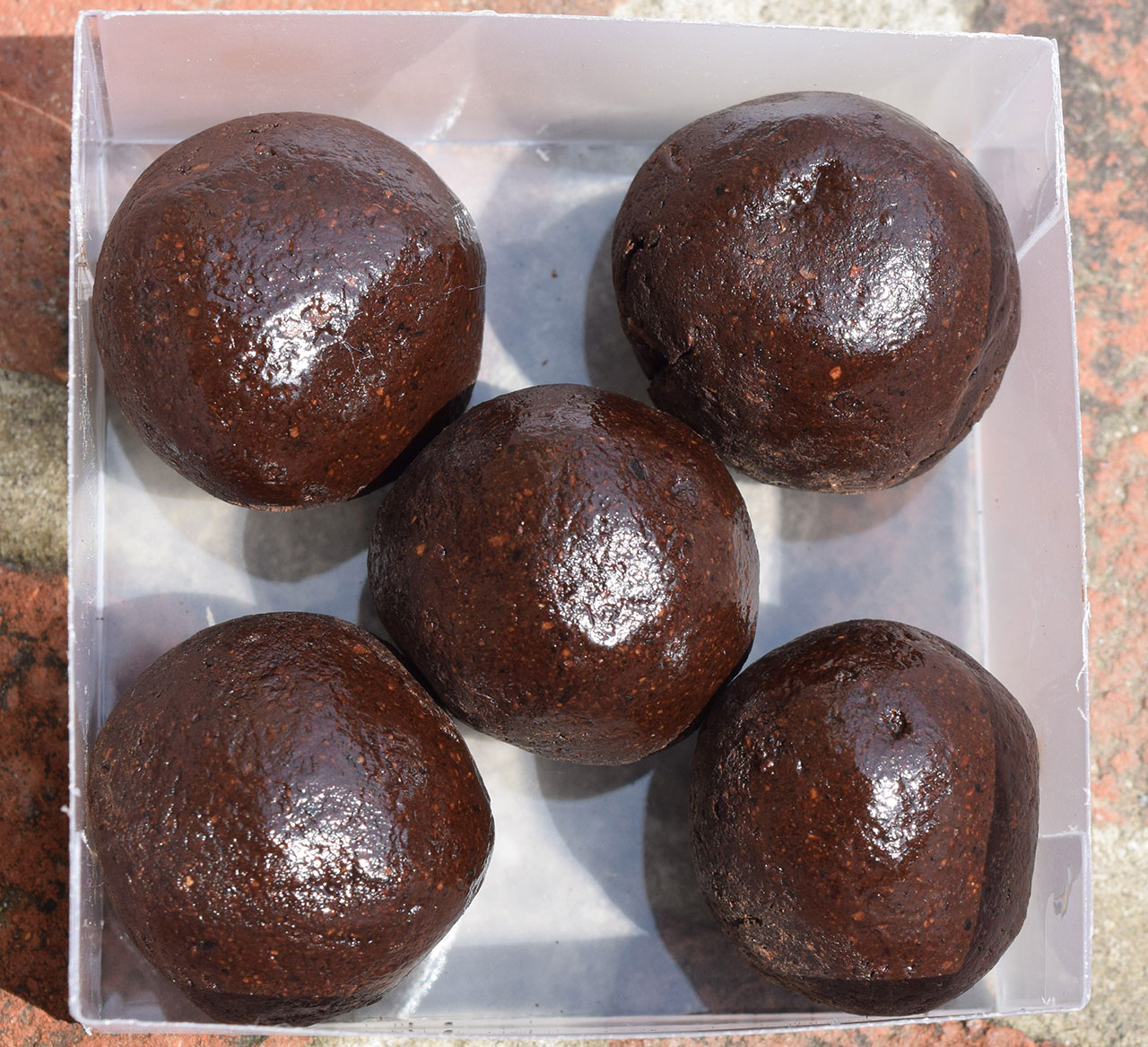 Шоколадные шарики для украшения