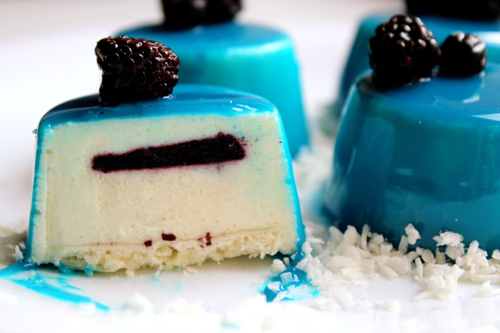 Пирожные с зеркальной глазурью