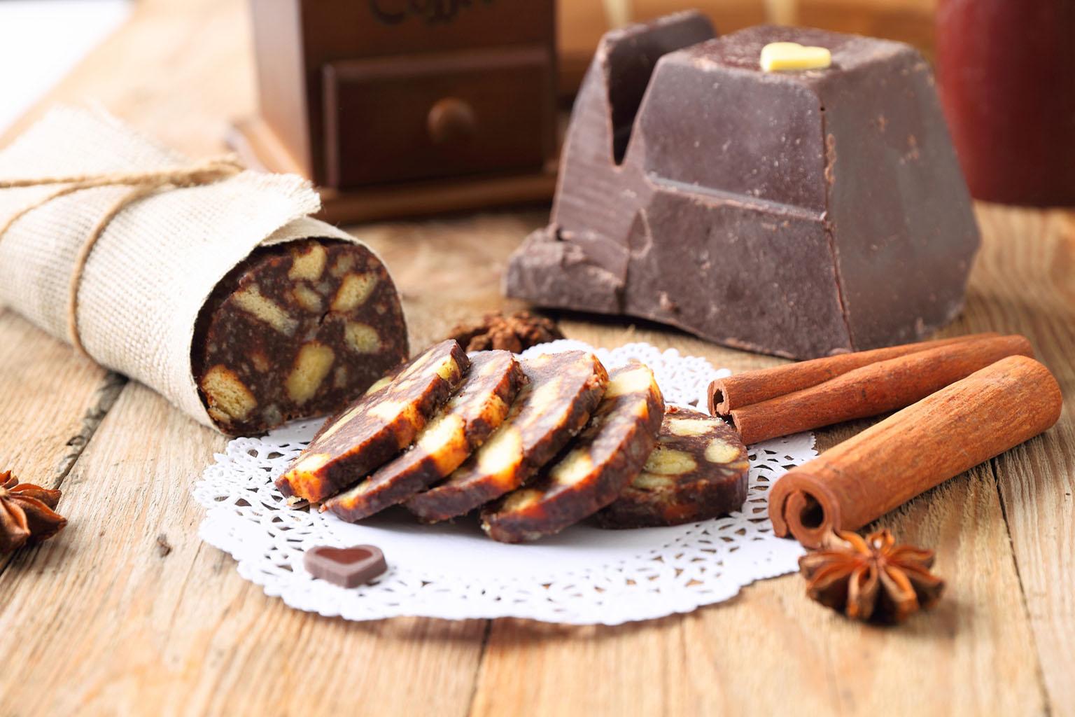 Корица - добавка в шоколадную колбасу