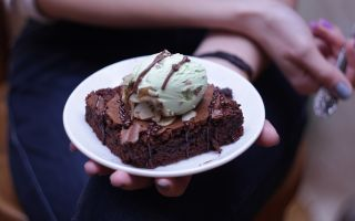 Брауни с мороженым