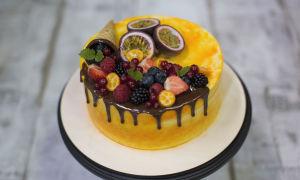 Украшение торта фруктами
