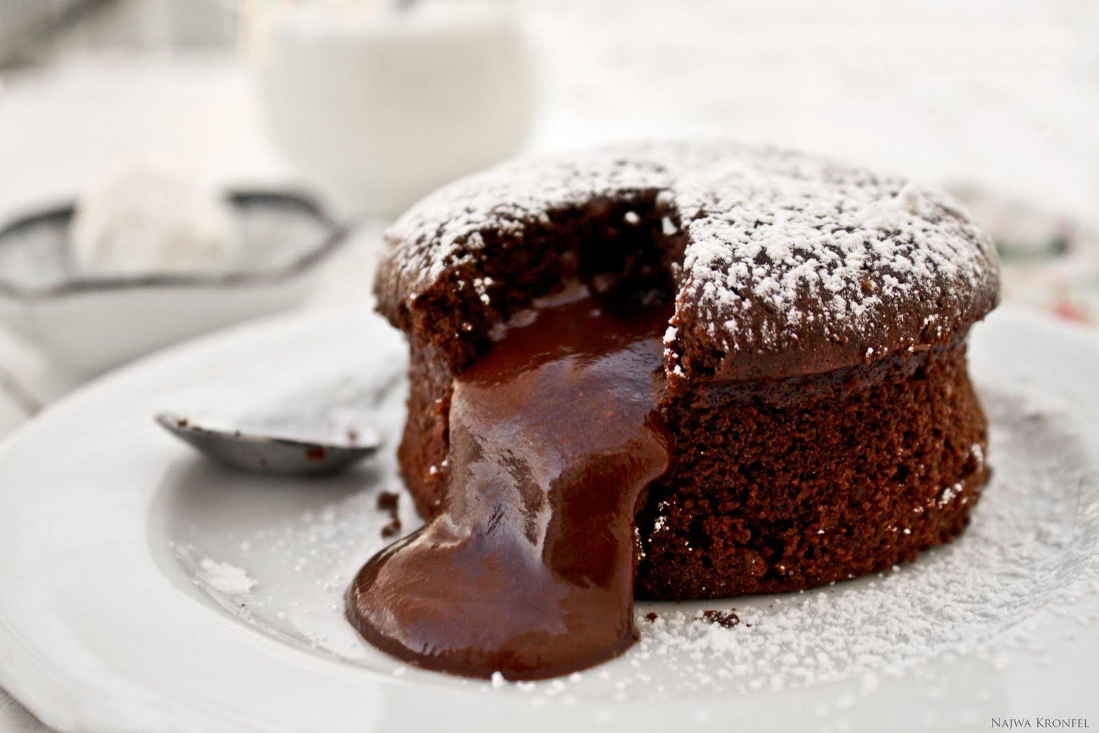 Шоколадный маффин с жидкой начинкой