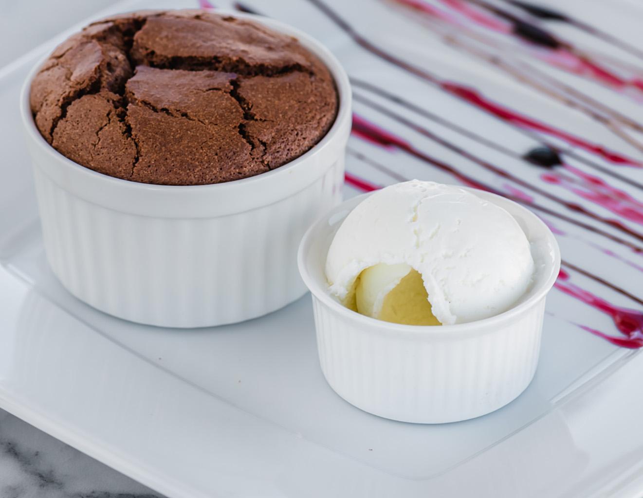 Быстрый шоколадный кекс с мороженым