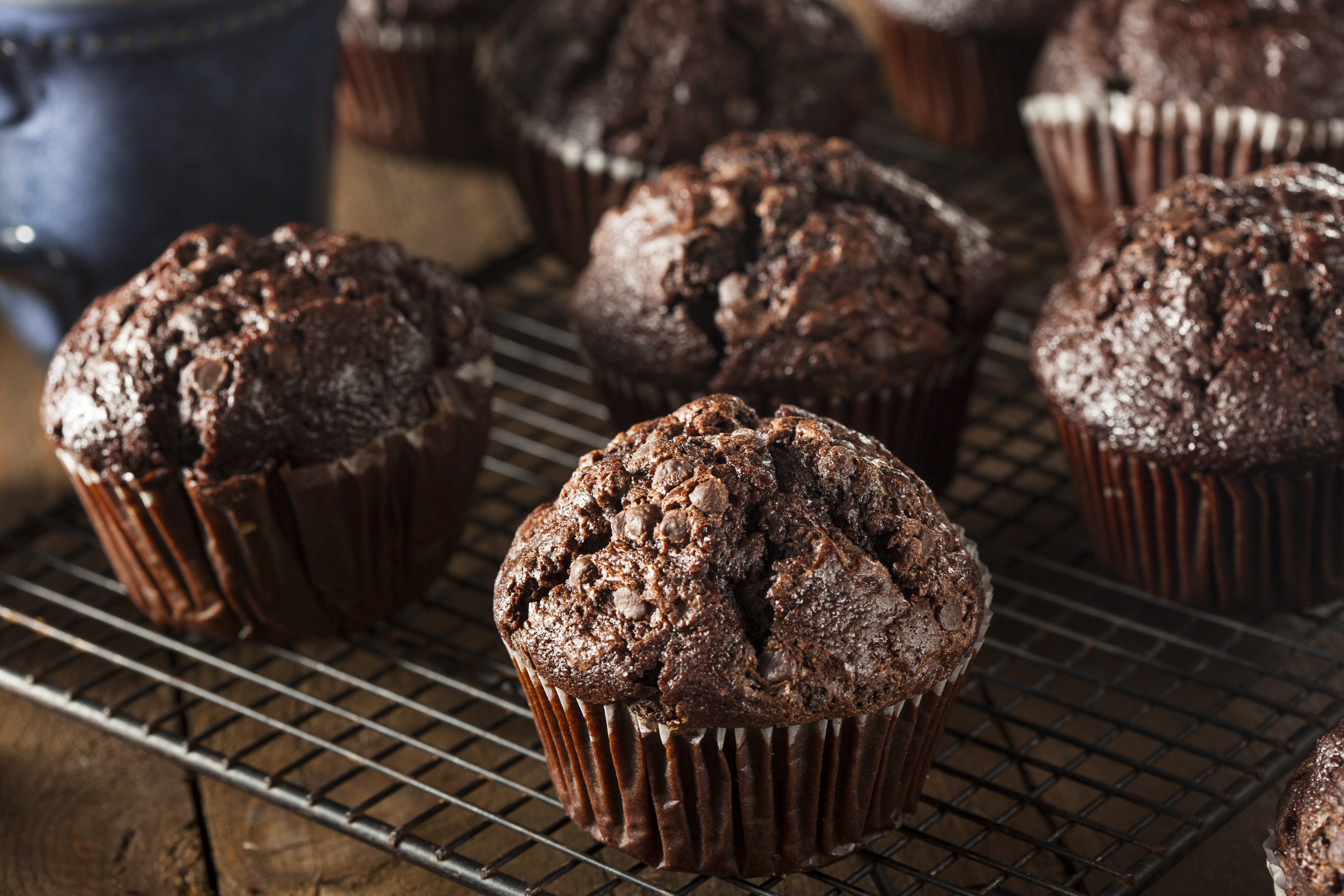 Шоколадные кексы в бумажных формочках