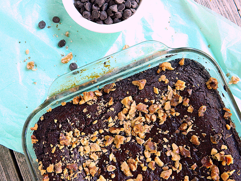 Готовый шоколадный брауни с грецкими орехами