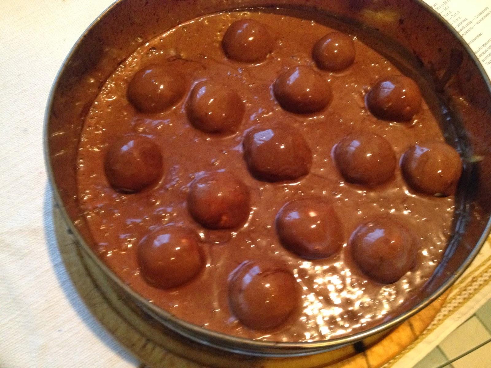 Поместить шарики в шоколадную массу