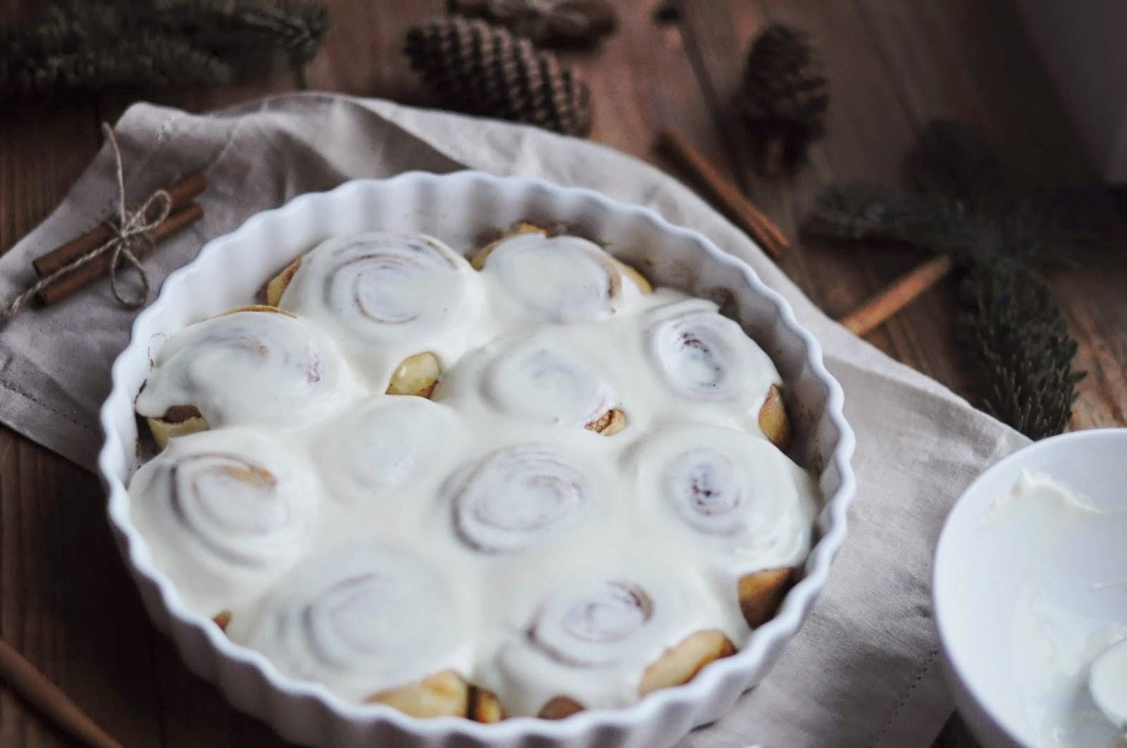 Покрыть булочки глазурью
