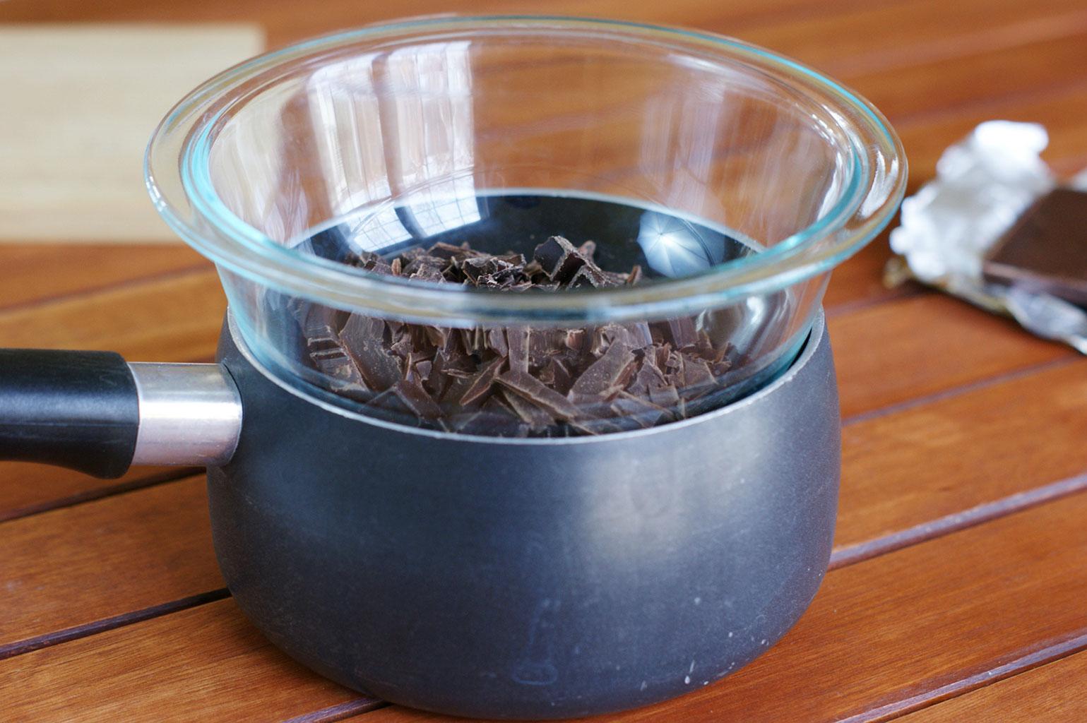 Растопить шоколад на водяной бане