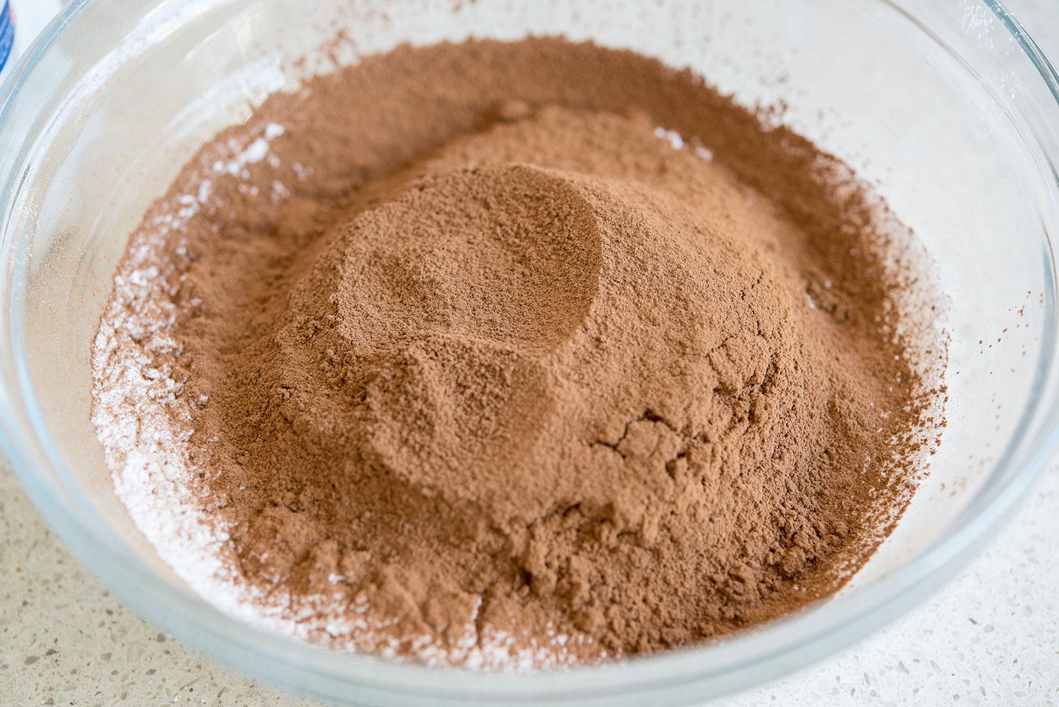 Смешать сухие ингредиенты для крема