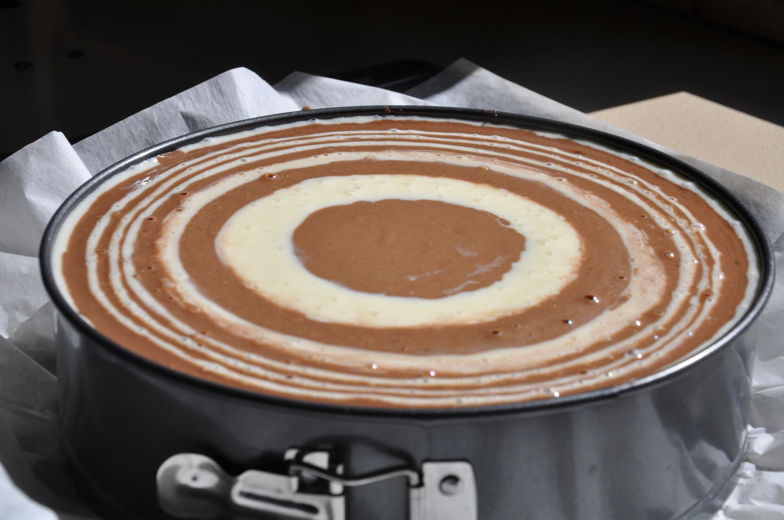 """Тесто для пирога """"Зебра"""" в форме"""