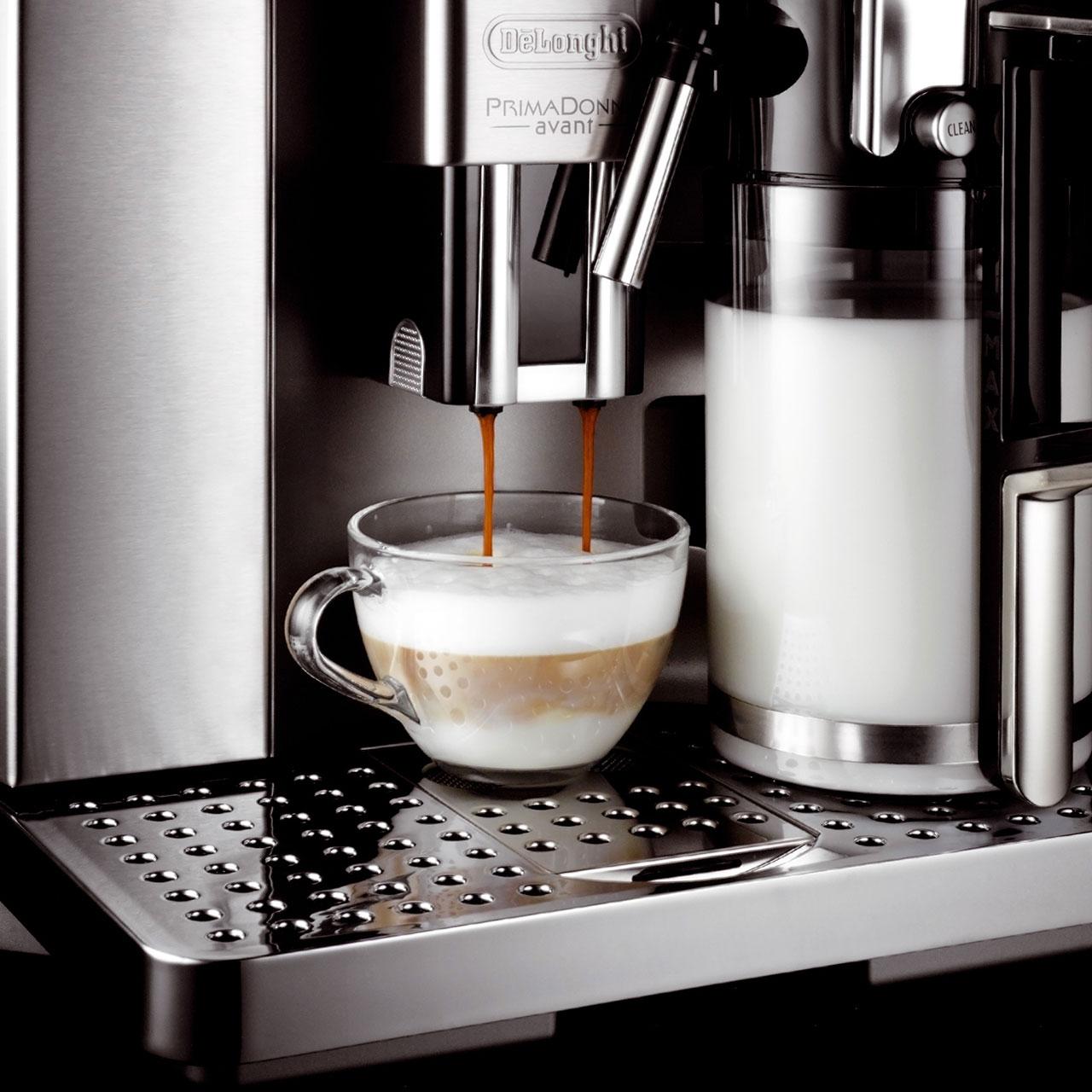 Заполнить пинчер молоком в кофемашине