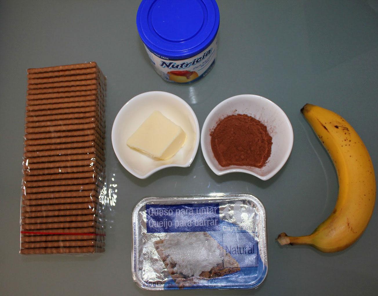 Ингредиенты для шоколадно-бананового торта без выпечки
