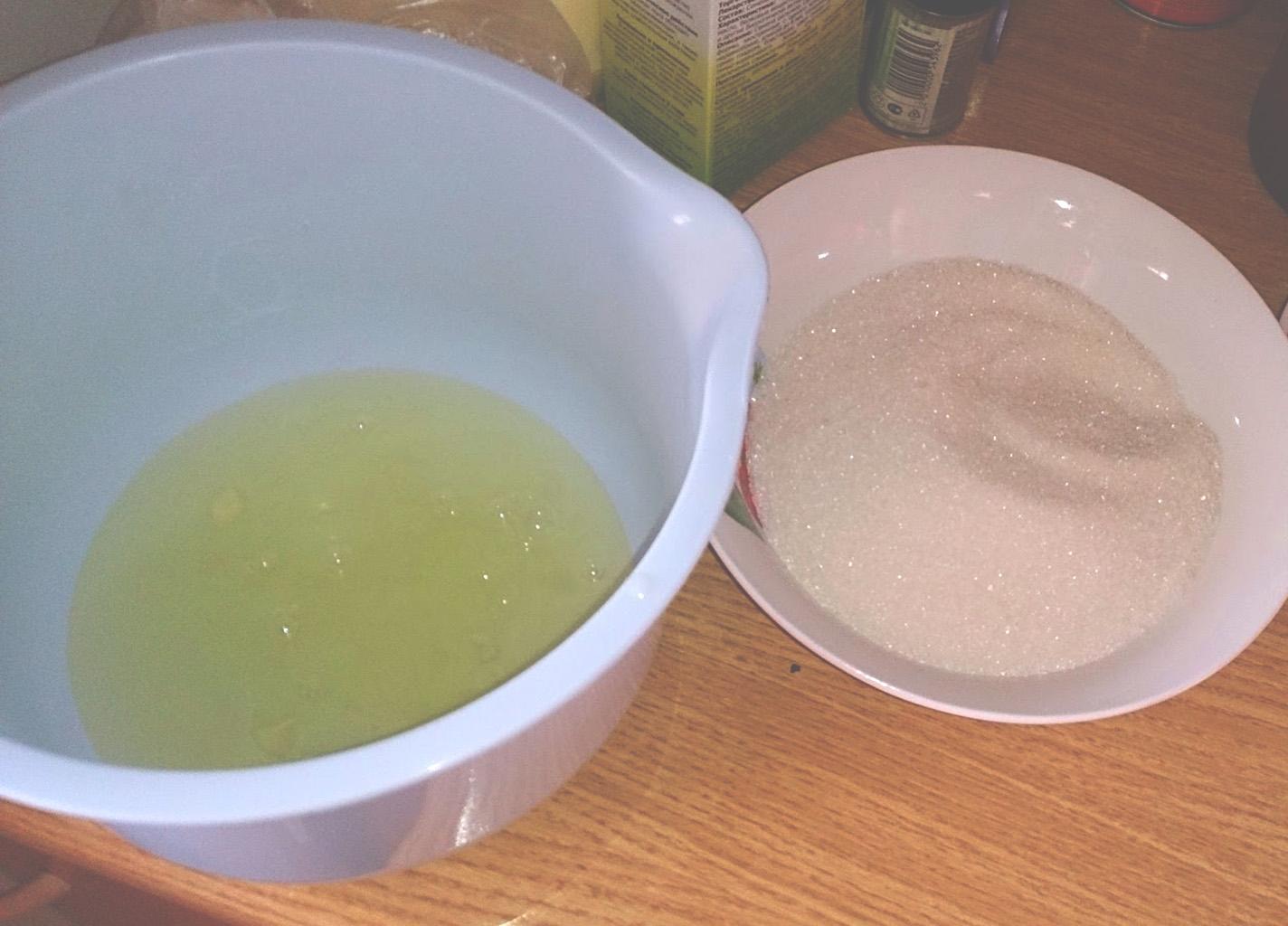 Белки и сахар для крема