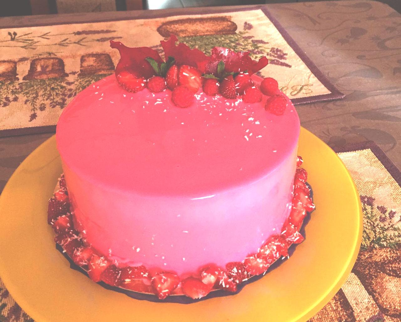 Клубничная и малиновая глазурь на торте