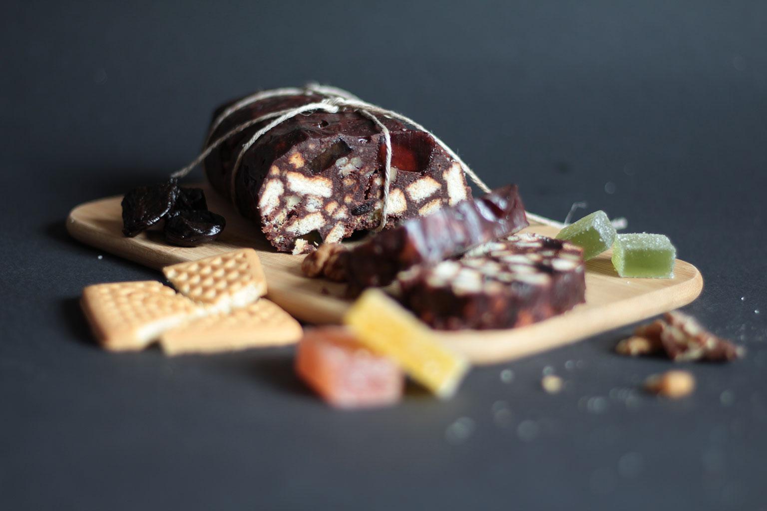 Шоколадная колбаса с цукатами