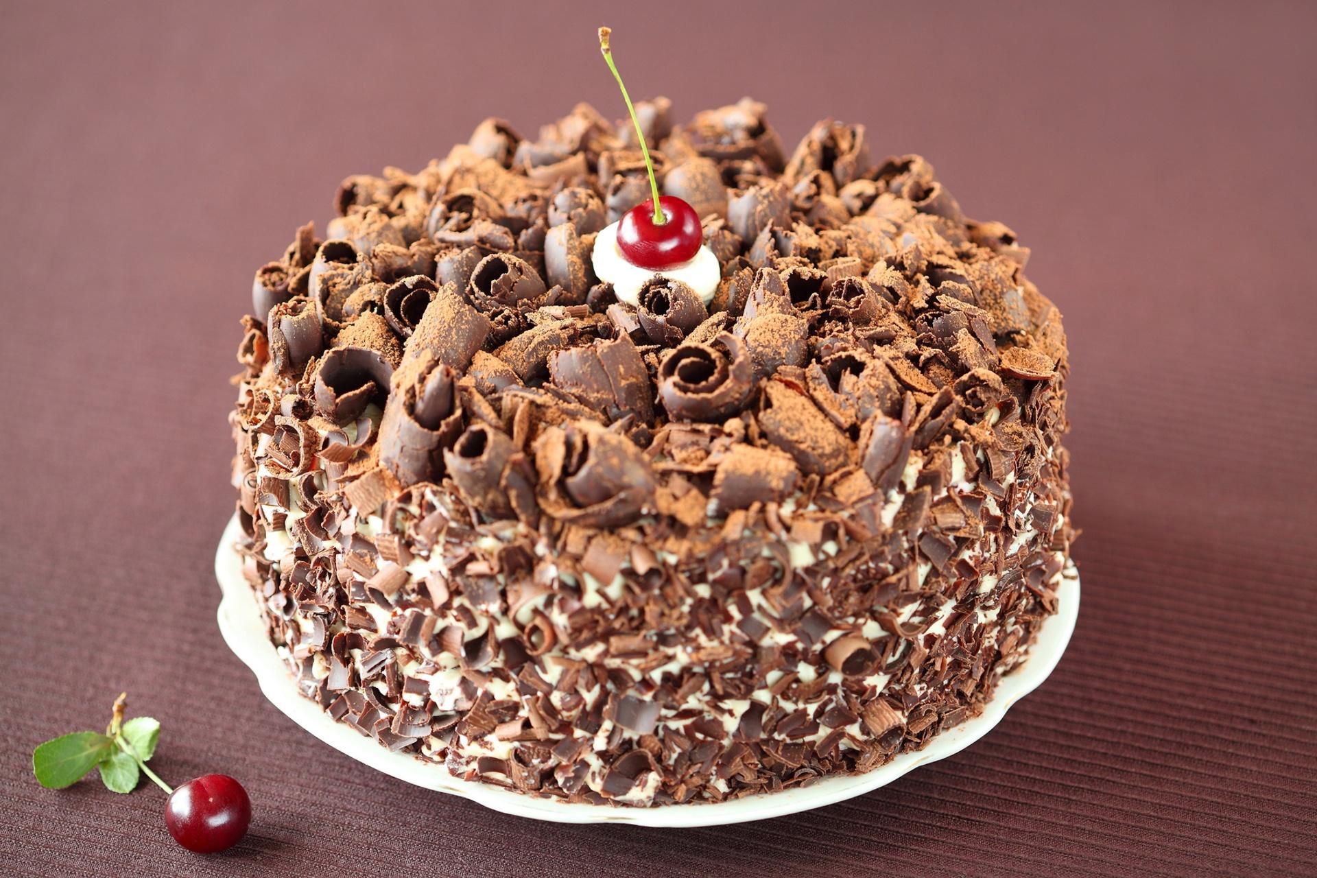 Украсить торт шоколадной стружкой