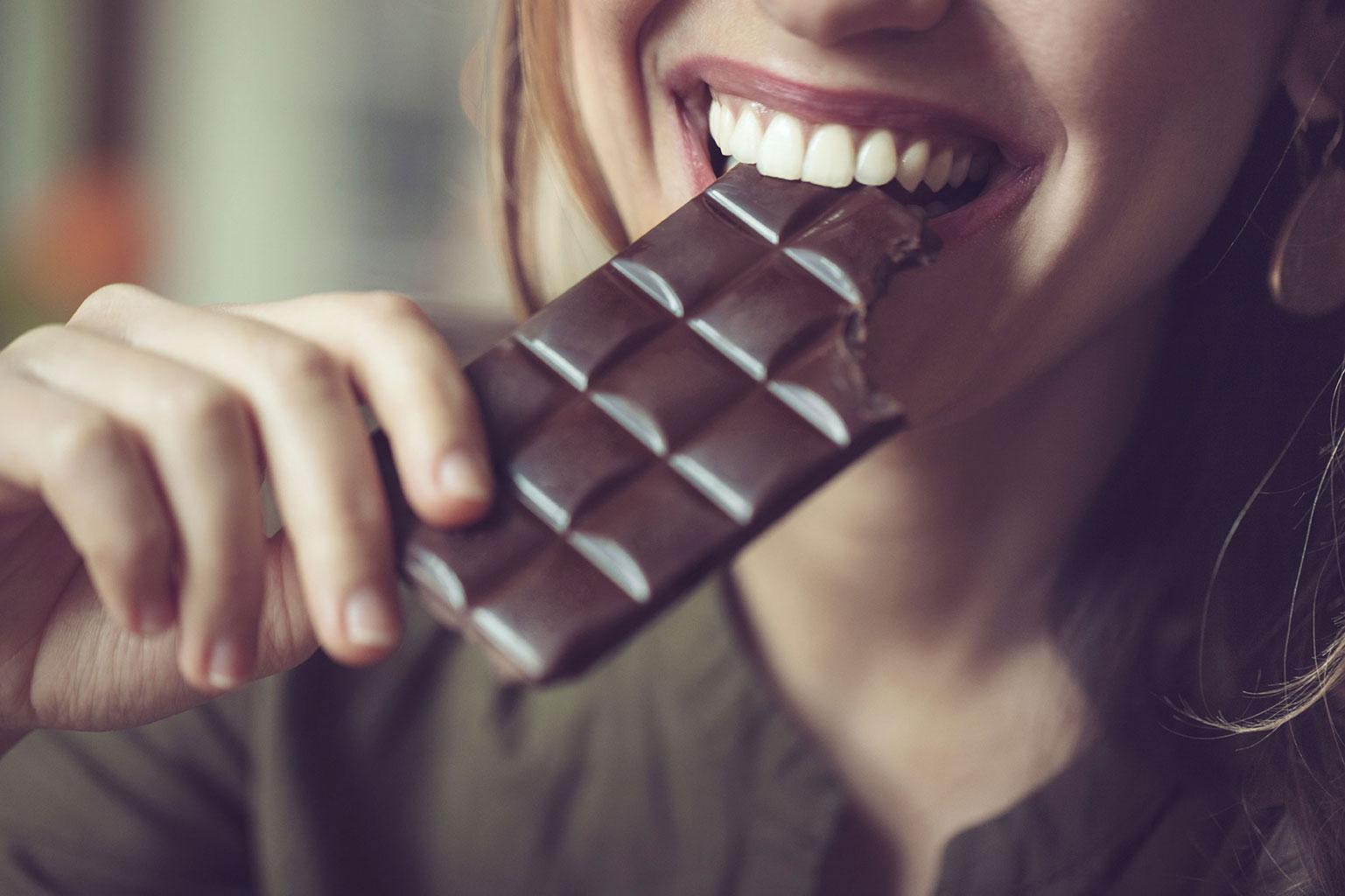 Черный шоколад поднимает давление