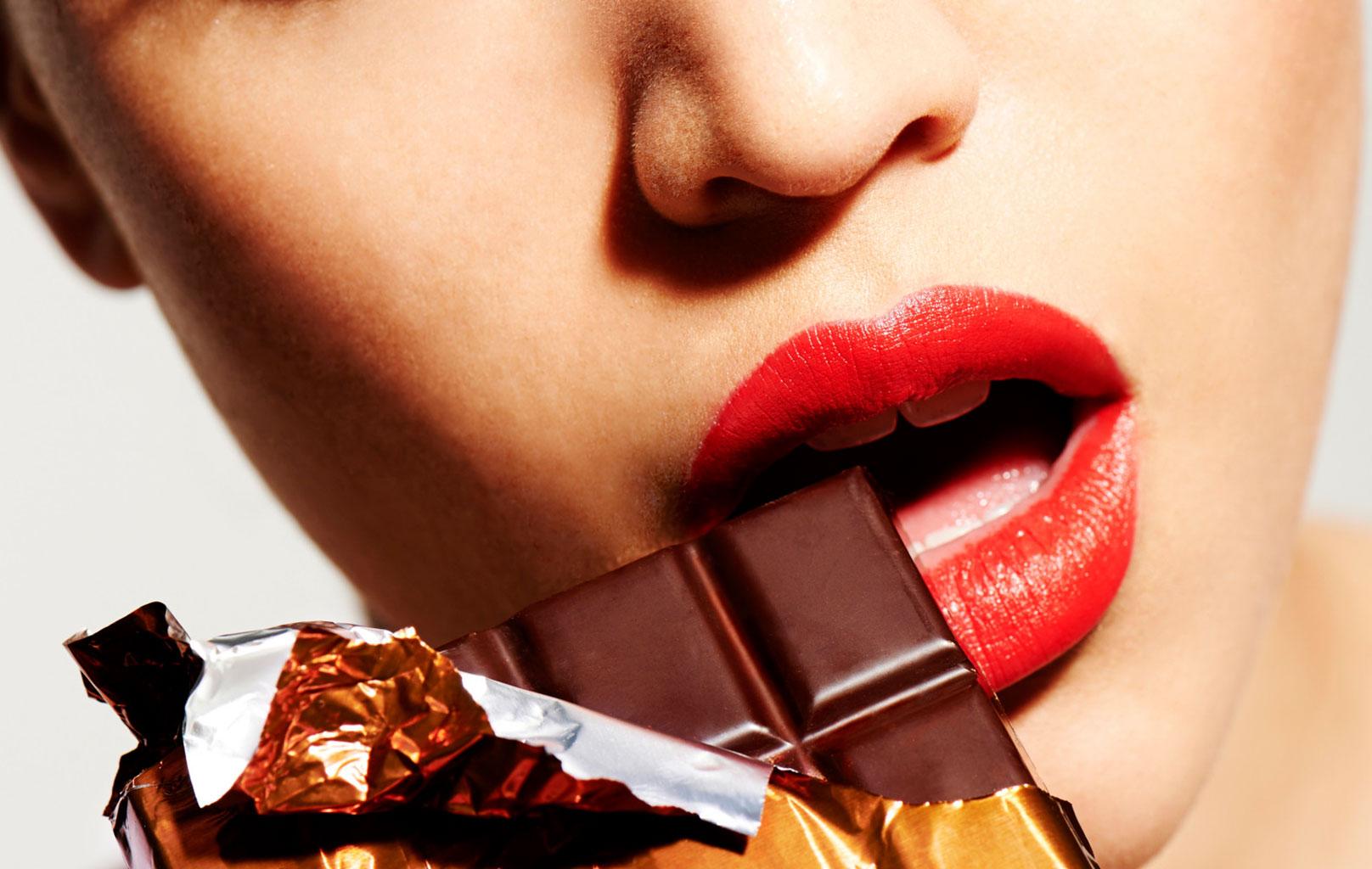 Употребление темного шоколада