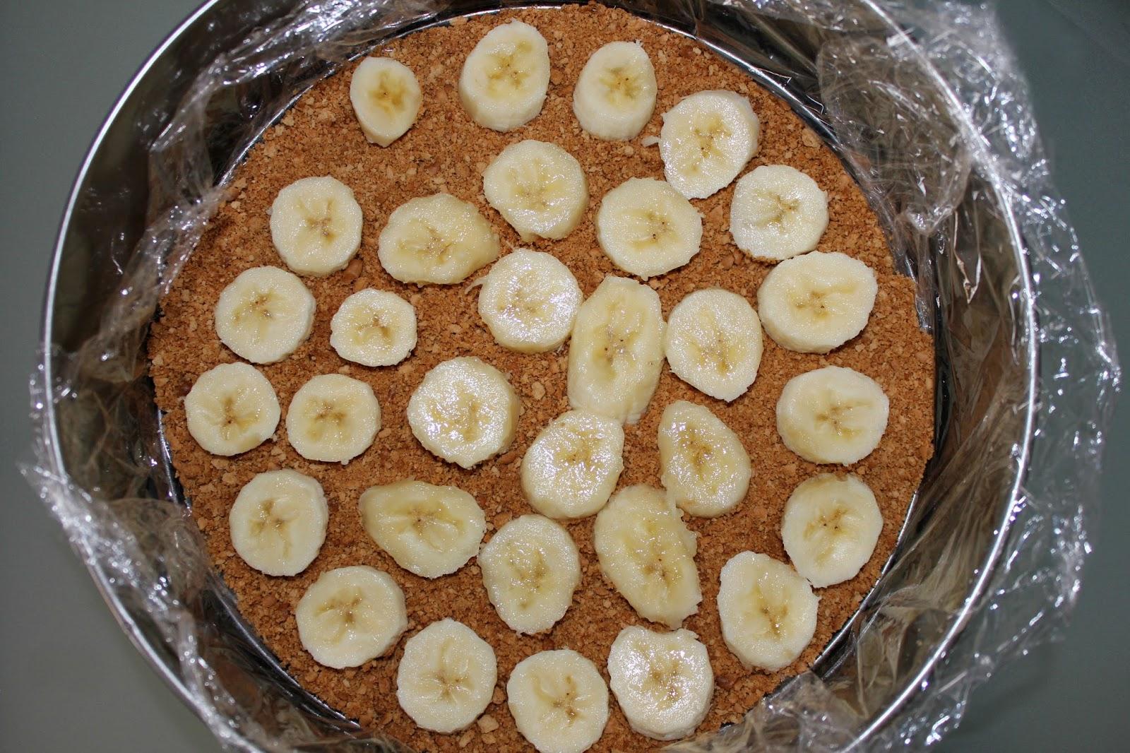 Этот тортик готовится очень быстро и нам, даже, не потребуется его выпекать.