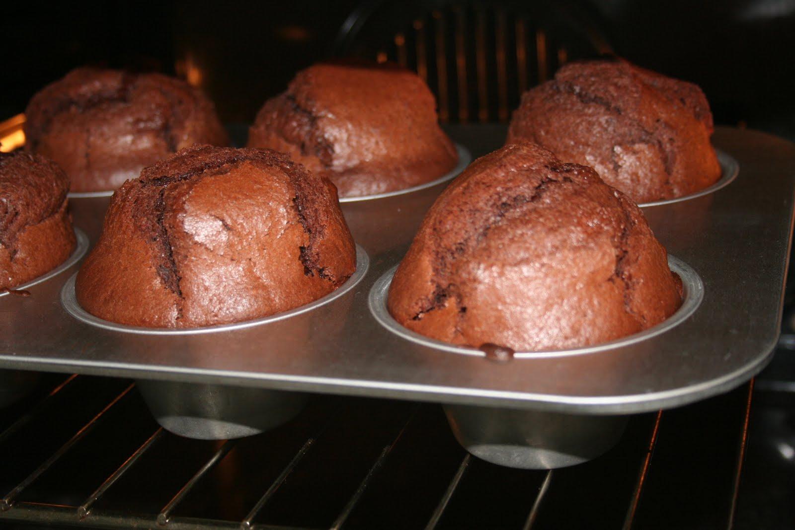 Выпекать шоколадно-апельсиновые кексы в духовке