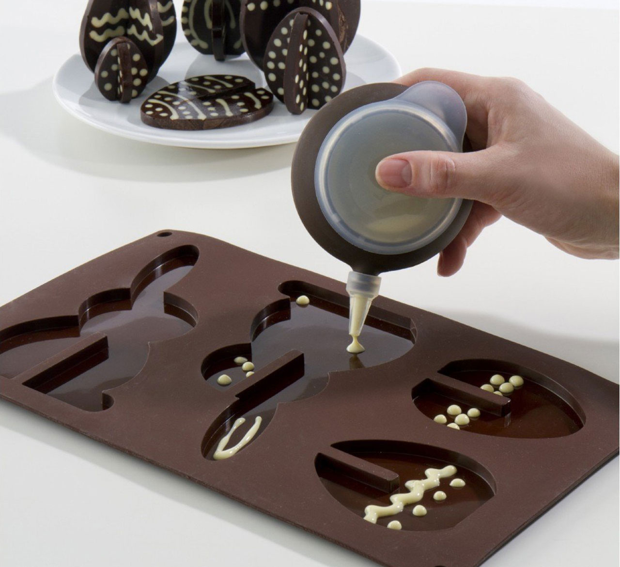 Залить шоколад в форму