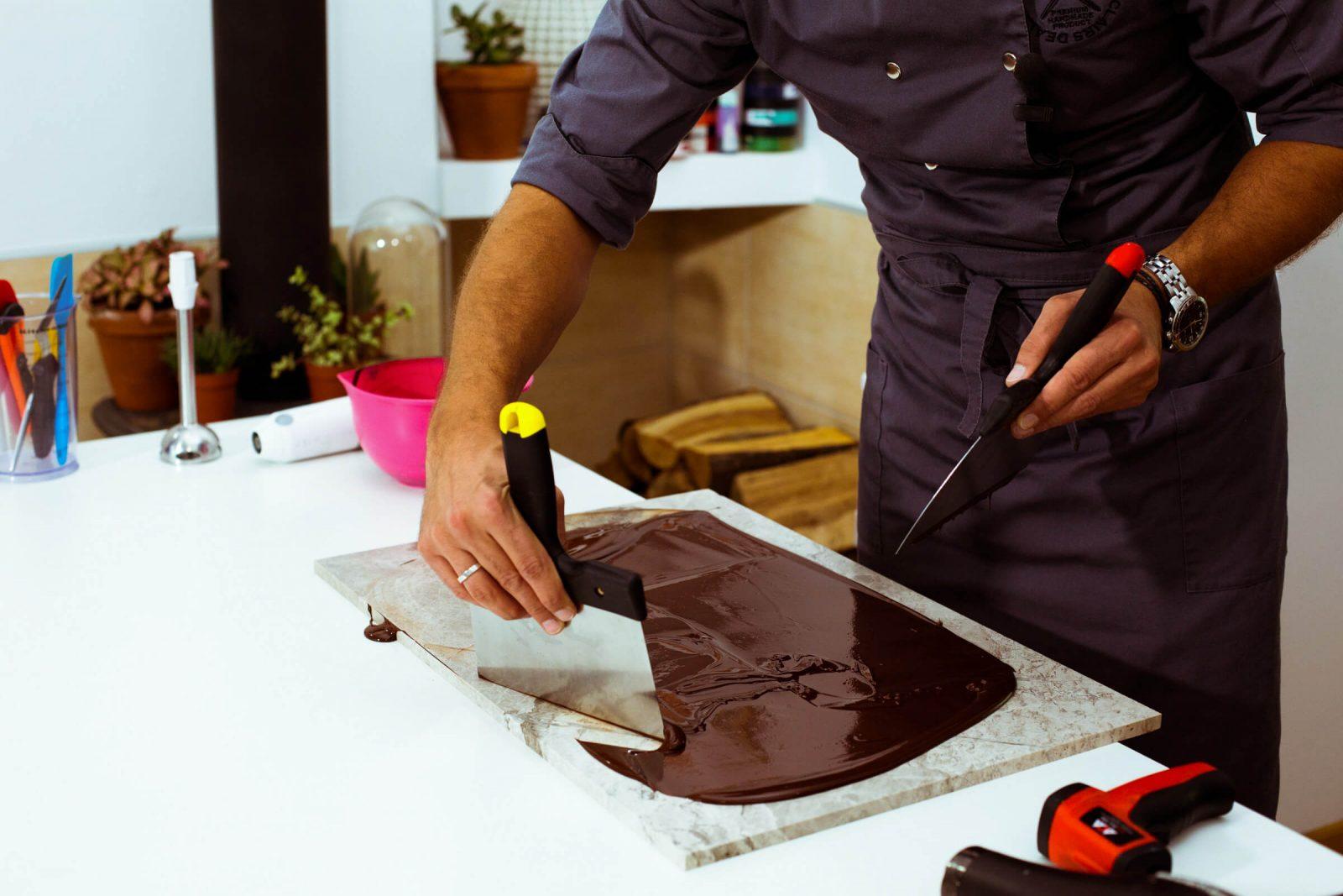 Темперирование шоколада на мраморной доске