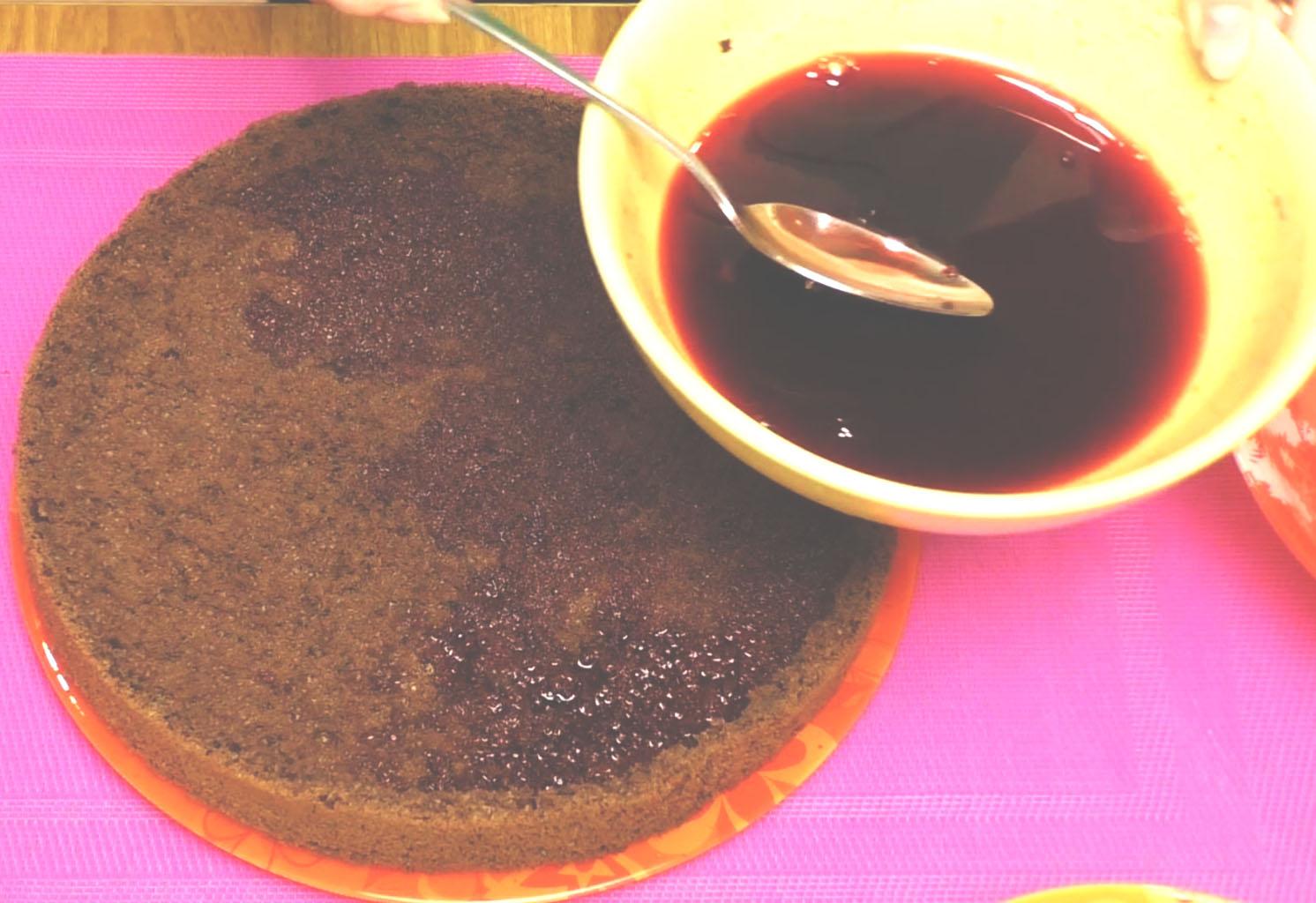 Пропитка шоколадного бисквита вишневым соком